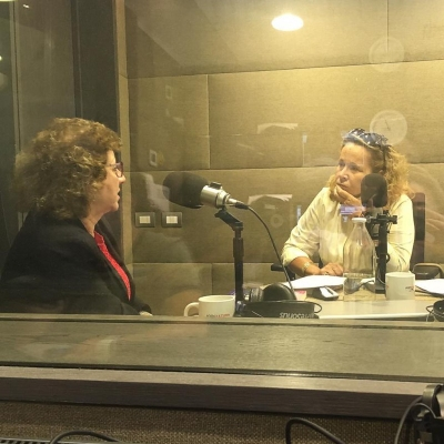 "Radio: Rosalie appears on ""Eli de caso"""